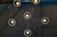垂悬下来对天花板的灯 库存照片