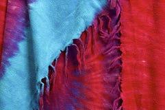 垂悬从领带染料背景的缨子 库存照片
