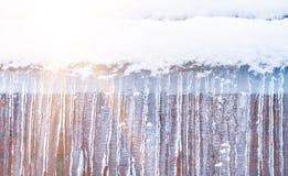 垂悬反对墙壁背景的冰柱  库存图片