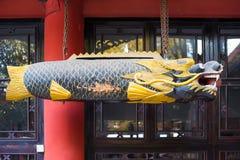 垂悬在一个寺庙的木鱼雕象在Wenshu修道院里 免版税库存图片
