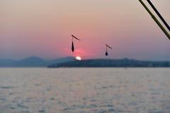 垂悬在串的鱼饵详细的剪影 免版税库存照片