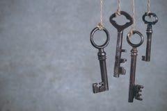 垂悬在凉快的Olld钥匙 图库摄影