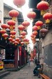 垂悬在凤凰牌古城的灯笼 免版税库存图片