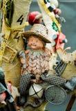 垂悬在分支的玩具 免版税库存照片