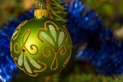 垂悬在圣诞树的美丽的装饰品 库存图片