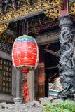 垂悬在寺庙的一个大灯笼在西贡,越南 库存照片