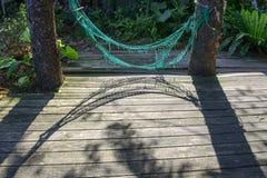 垂悬在庭院里的Â老吊床 库存图片
