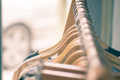 垂悬在晒衣绳的女性衣裳 免版税库存图片
