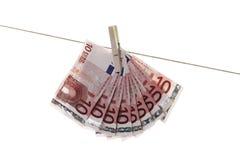 垂悬在晒衣绳的10张欧洲钞票 免版税图库摄影