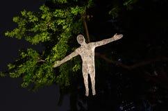 垂悬在树的列斯voyageurs在新加坡河晚上2015年 免版税库存照片
