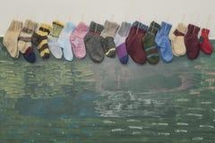 垂悬在校务委员会的圣诞节袜子 免版税图库摄影