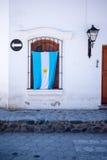 垂悬在爱国议院的阿根廷旗子在南美 库存照片