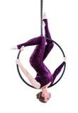 垂悬在空中圆环的妇女,隔绝在白色 免版税库存图片