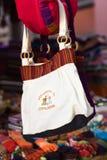 垂悬在纪念品店的袋子在科帕卡巴纳,玻利维亚 库存照片