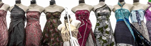 垂悬在线的礼服 免版税图库摄影