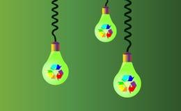 垂悬在绳子在绿色背景的三个电灯泡,在他们那里是回收的彩虹,被回收的象, eco 回收a 图库摄影