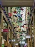 垂悬在购物的拱廊的蝴蝶机动性 免版税库存图片