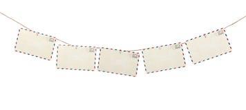 垂悬在绳索的明信片 免版税库存图片