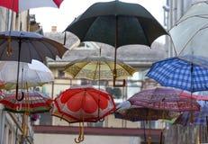 垂悬的伞 免版税库存照片