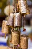 垂悬的古铜色响铃 免版税库存图片