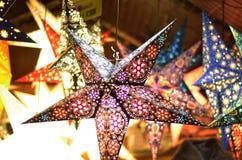 垂悬的圣诞节星 免版税库存照片