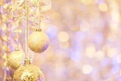 垂悬的圣诞节装饰品 免版税库存照片