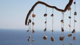 垂悬的工艺品装饰在海夏天吹微风 股票视频