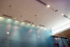 垂悬的灯和光 免版税库存图片
