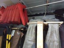 垂悬的起动颠倒,熟悉内情的趟水者存贮,救生衣,美国 库存照片