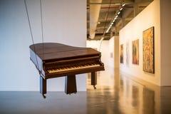 垂悬的钢琴 免版税库存图片