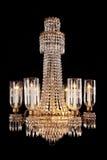 垂悬的水晶玻璃枝形吊灯 免版税库存图片