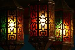 垂悬美丽的葡萄酒的灯笼,赖买丹月光 库存图片