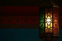 垂悬美丽的葡萄酒的灯笼,赖买丹月光 库存照片