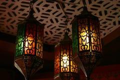 垂悬美丽的葡萄酒的灯笼,赖买丹月光 免版税库存图片