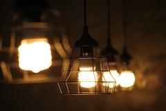 垂悬装饰的灯在天花板 免版税库存照片