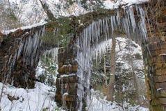 在石拱道, Chatsworth的冰柱 免版税图库摄影