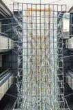 垂悬从天花板的金属雕塑 库存图片