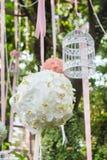 垂悬从树的花束 免版税图库摄影
