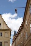 垂悬从议院的人雕象 免版税库存照片