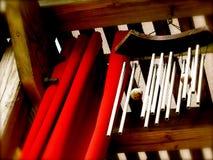 垂悬从露台盖子的编钟 免版税库存照片