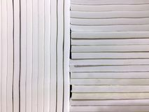 垂直和水平地被排列的笔记本 库存图片