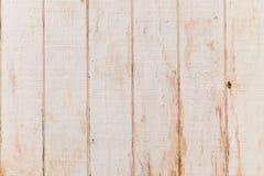 垂直的与困厄的破裂的油漆的难看的东西老纹理木盘区 免版税库存图片