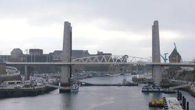 垂直的升降吊桥在布雷斯特,法国 股票录像