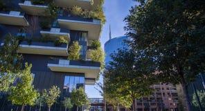 垂直的森林,米兰,波尔塔Nuova摩天大楼住所,意大利 免版税库存图片