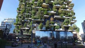 垂直的森林,米兰,波尔塔Nuova摩天大楼住所,意大利 股票视频