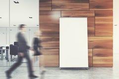 垂直的海报在一个灰色办公室地板上站立在光附近 免版税库存照片