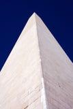 垂直的视图华盛顿的接近的纪念碑 库存图片