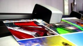 垂距机器新闻速印在桌上 股票录像
