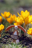 垂直复活节兔子的番红花 免版税库存图片