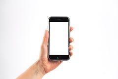 垂直拿着一个手机的女性手 免版税库存照片